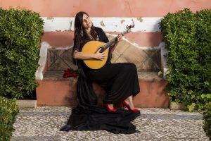 E-Velo Reisen entlang des Jakobweges - dem melancholischen Gesang der Fado-Sängerin können Sie in Portugal lauschen