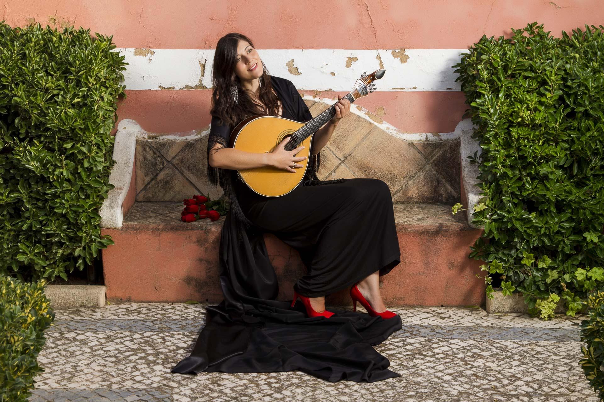 E-Bike Reisen entlang des Jakobweges - dem melancholischen Gesang der Fado-Sängerin können Sie in Portugal lauschen