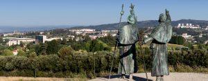 E-Bike Reisen entlang des Jakobweges - die Pilger sehen das erste Mal die Kathedrale von Santiago de Compostela vom Monte del Gozo (Freudenberg)