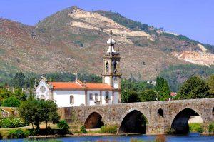E-Velo Reisen entlang des Jakobweges - die San Antonio Kirche in Ponte de Lima
