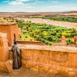E-Bike Reisen in der Marokko - Ein Wächter bei der Ksar Ait Ben Haddou