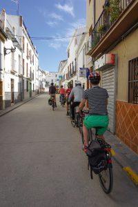 Andalusien Rundreise mit dem E-Bike - schmale Gassen in Spanien