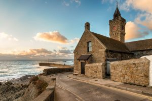 Cornwall Rundreise - E-Bike Reisen Cornwall-Porthleven Clock Tower