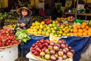 Vietnam Rundreise mit dem E-Bike – Die Auswahl an exotischen Früchten auf dem Markt ist sehr groß