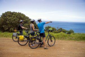E-Bike-Rundreise in Südafrika - Ein einheimischer Reiseleiter erklärt die Umgebung auf unserer Route