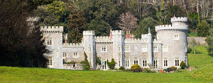 Caerhays Castle und das Magnolien-Blütemeer