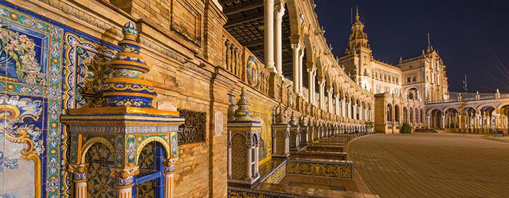 Andalusien Sehenswürdigkeiten: Plaza de Espana